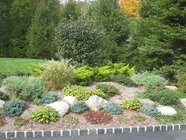 Landscape slopes garden pictures landscapeadvisor - Gardening on slopes pictures ...